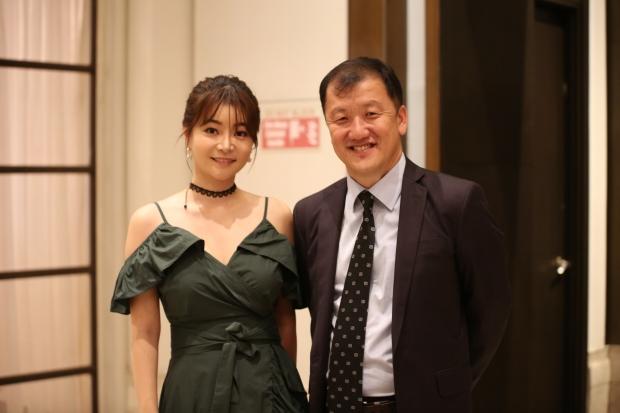 배우겸 아나운서 김하정과 재필리핀 강원도민회 정한 회장