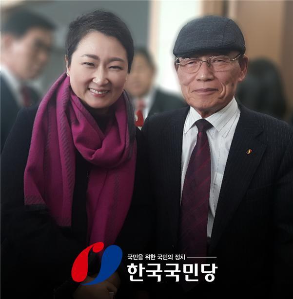 ▲ 이언주 국회의원(좌), 한국국민당 윤영오 총재(우)